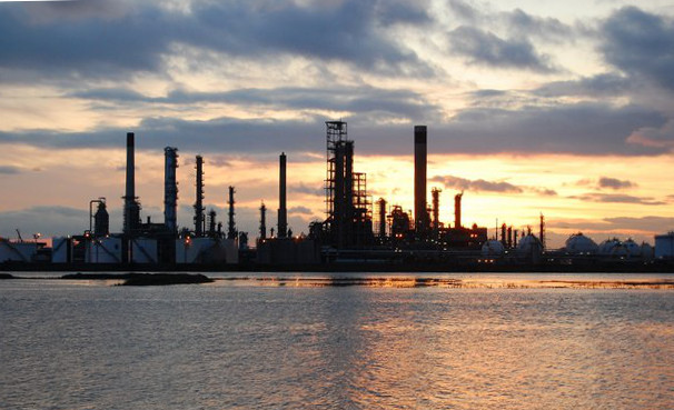 A clean refinery plant